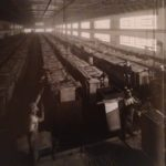 1937. La sala celle elettrolitiche per la produzione dello zinco alla Montevecchio.