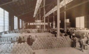 1938. Un deposito di billette di alluminio della Sava