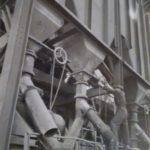 1938. Manovra alle tramogge alla Montecatini Fertilizzanti.