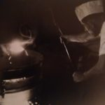 1940. Un operaio alla colata nell'acciaieria Ilva.