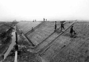 1920. Porto Marghera, scavo di canali e banchinamenti