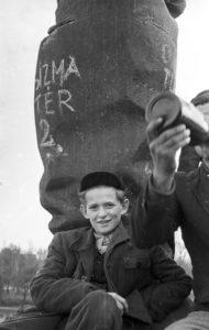 A ledöntött Sztálin szobor