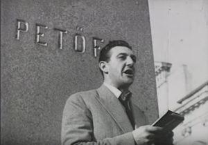 Sinkovits Imre a Petőfi-szobornál