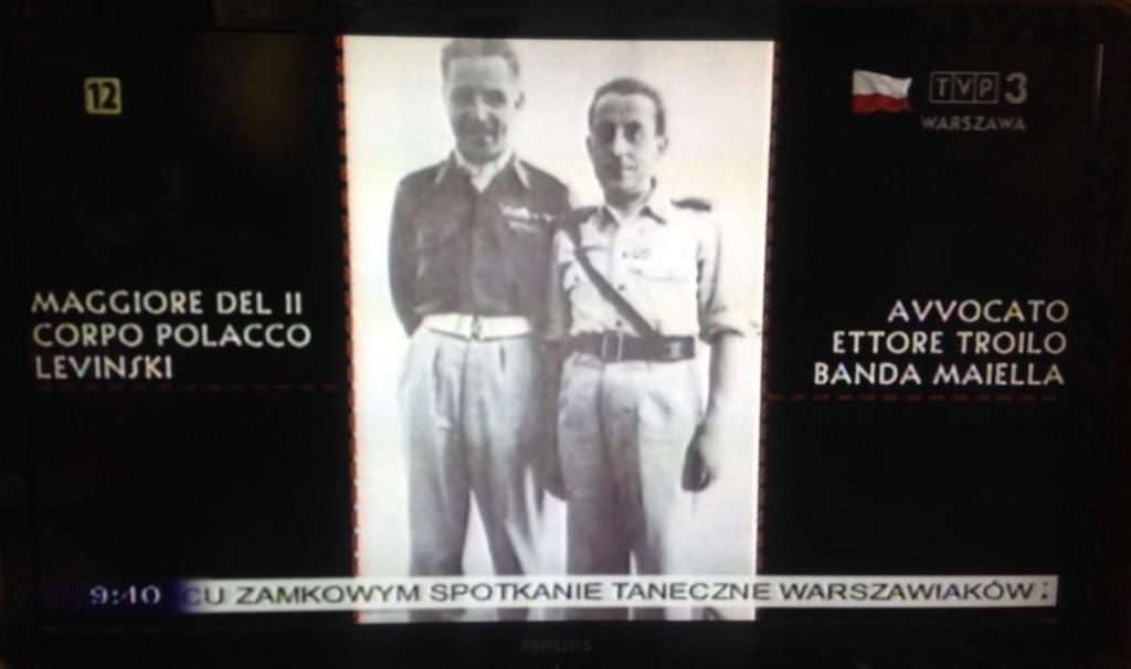 Fig. 3. Frozen frame from the documentary Za naszą i waszą wolność / Per la nostra e vostra libert, dir. Elena de Varda, 2014. The logo of the station is accompanied by the Polish national flag.