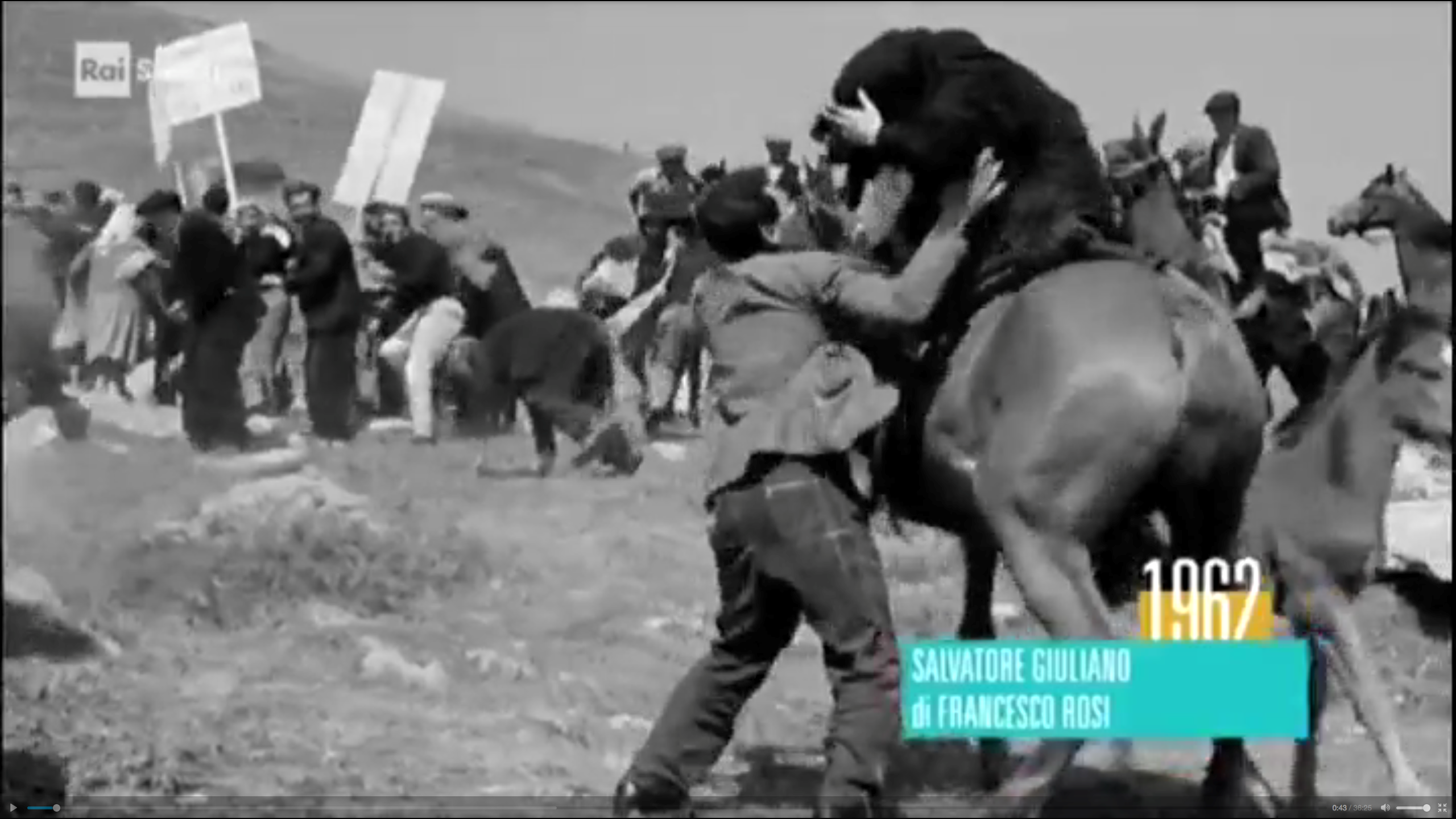The gun-fire is beginning, people try to escape. Screenshot taken from the film Salvatore Giuliano reused in the program broadcast on RAI 3.