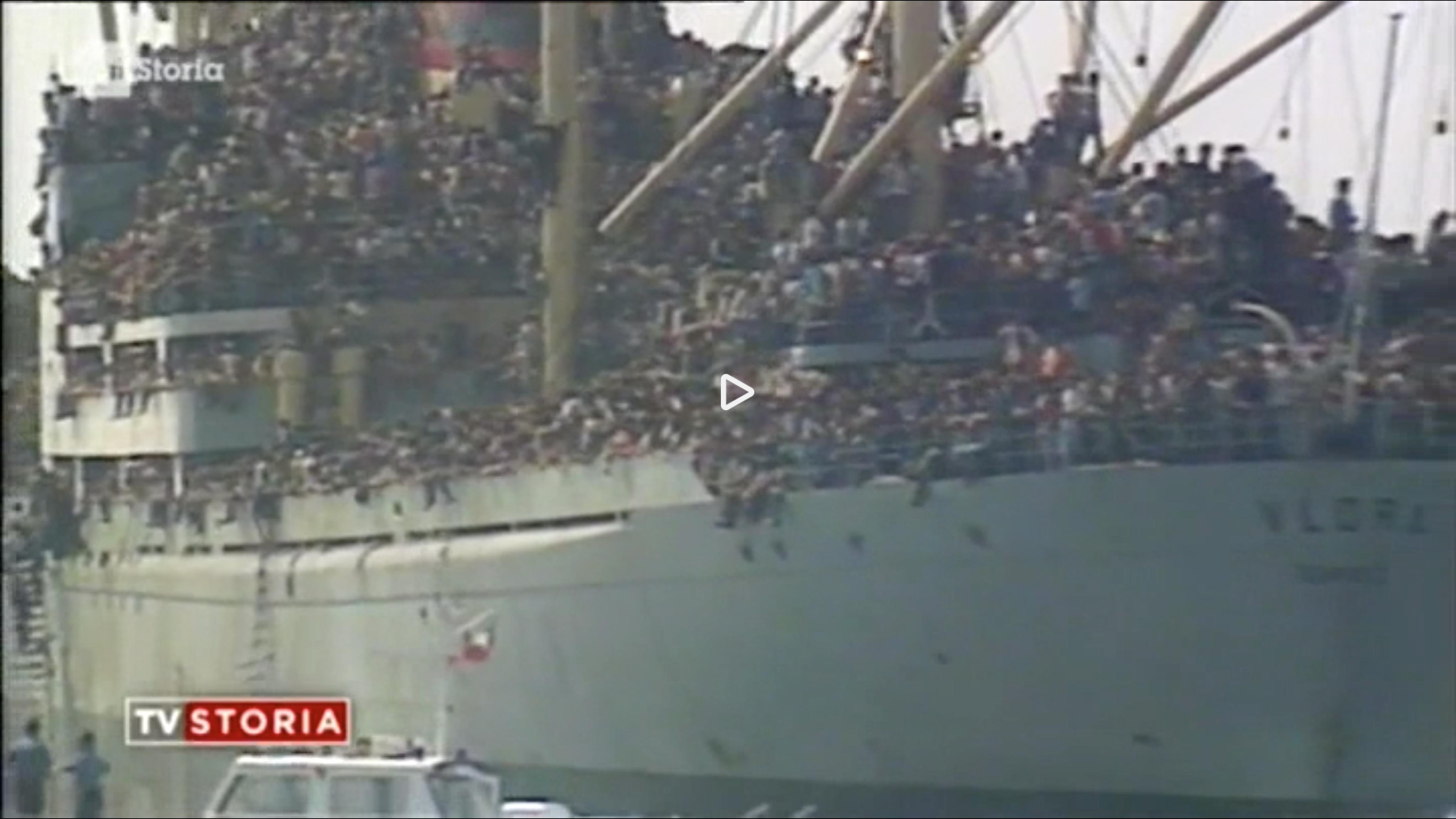 Warning in television: 20.000 Albanians arrive at Bari